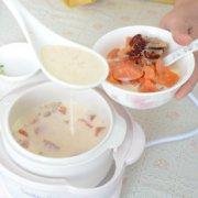 红枣木瓜炖牛奶的做法