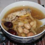 金针花生鱼尾汤的做法