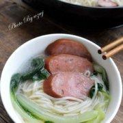 红肠汤面的做法