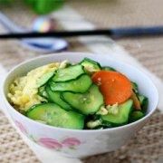 【黄瓜胡萝卜炒鸡蛋】黄瓜胡萝卜炒鸡蛋的营养价值_哪些人不宜吃黄瓜