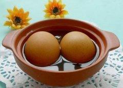 艾叶煮鸡蛋的做法