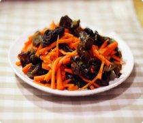 【胡萝卜炒木耳】胡萝卜炒木耳的做法_胡萝卜炒木耳的营养价值