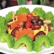 红枣蟹味菇鸡蛋伴苦瓜的做法