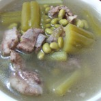 苦瓜黄豆排骨汤的做法