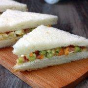 快手早餐——鸡蛋三明治的做法