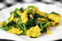 拌菠菜鸡蛋的家常做法