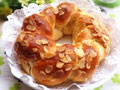 牛奶杏仁花环面包的做法