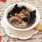 黑木耳黄豆汤