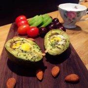 玩转牛油果—牛油果烤蛋的做法