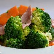 【西兰花炒胡萝卜】西兰花炒胡萝卜的做法_西兰花炒胡萝卜的营养价值