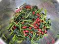 花生拌菠菜的做法