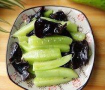 【木耳炒黄瓜的做法】木耳炒黄瓜的功效与作用_如何挑选黄瓜