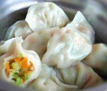 【芹菜胡萝卜饺子】芹菜胡萝卜饺子的做法_芹菜胡萝卜饺子的功效与作