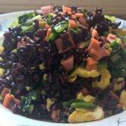 黑米蛋炒饭的做法