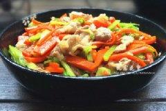 红萝卜芹菜炒瘦肉的家常做法