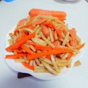 胡萝卜火腿肠炒年糕的做法