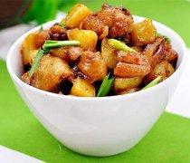 【土豆烧鸡】鸡腿炖土豆_土豆烧鸡块的做法
