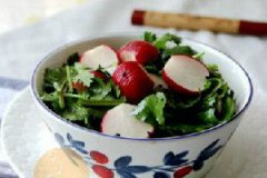 凉拌樱桃水萝卜的家常做法