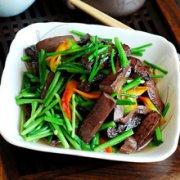春笋烧血豆腐的做法