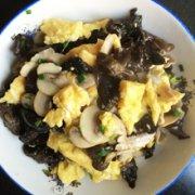 蘑菇木耳炒蛋的做法