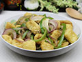 洋葱青椒焖豆腐的做法
