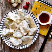 韭菜鸡蛋扇贝丁水饺的做法