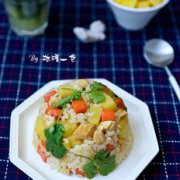 菠萝鸡丁炒饭的做法