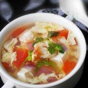 洋葱虾仁豆腐汤的做法