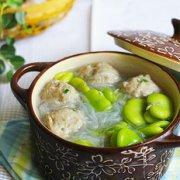 蚕豆米粉丝肉丸汤的做法