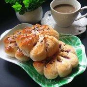 炼乳紫薯菊花面包的做法