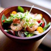 虾仁水果沙拉的做法